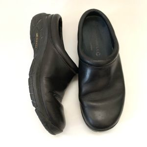 Merrell leather clogs